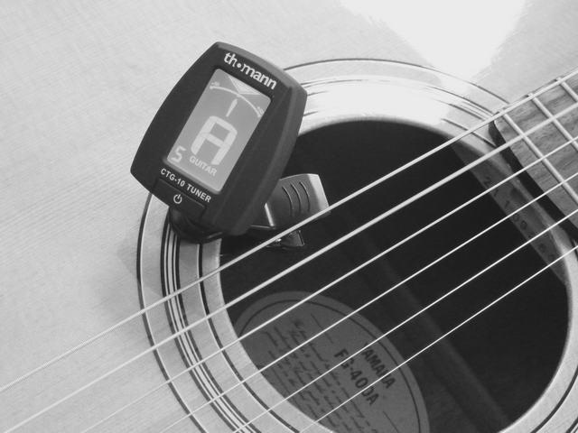 Gitarre stimmen auf Kammerton a1 mit 432 Hz