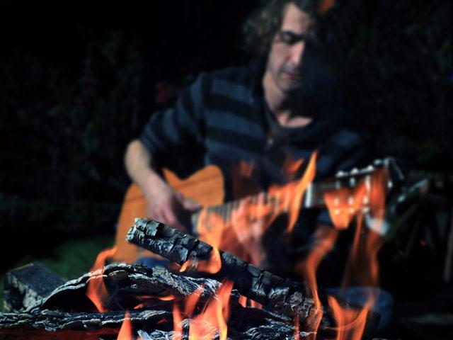 Gitarre lernen am Lagerfeuer