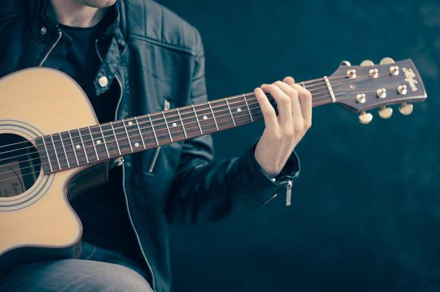 Gitarre lernen auf der Westerngitarre